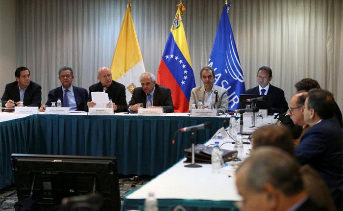 Mesa de diálogo, rescate institucional y respeto a la Constitución, por Alejandro Rebolledo