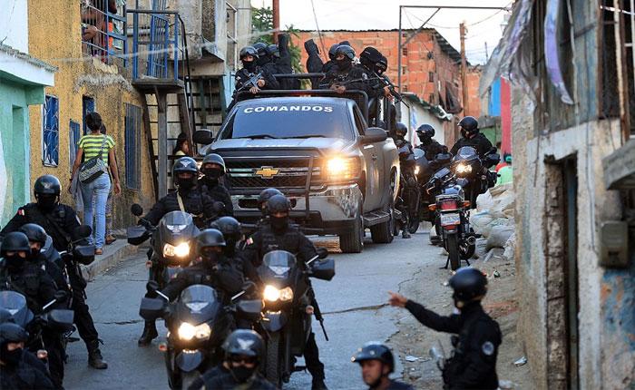 Hechos dictatoriales, por Alejandro Moreno