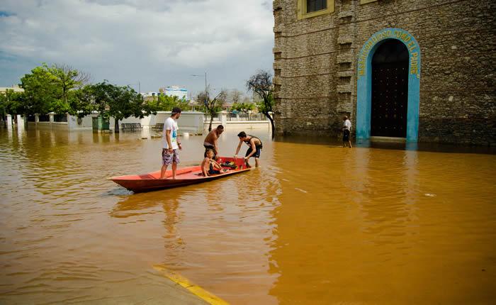 [FOTOS] Puerto Cabello metro y medio bajo el agua