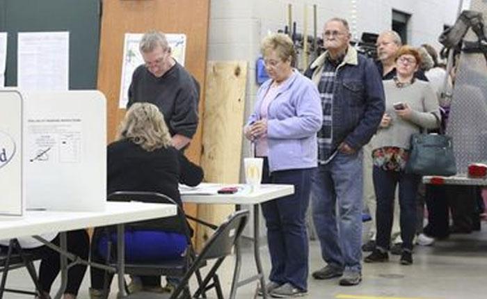 Estadounidenses forman filas desde temprano para votar este martes