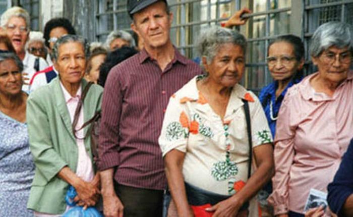 Ancianos y olvidados, por Carolina Jaimes Branger