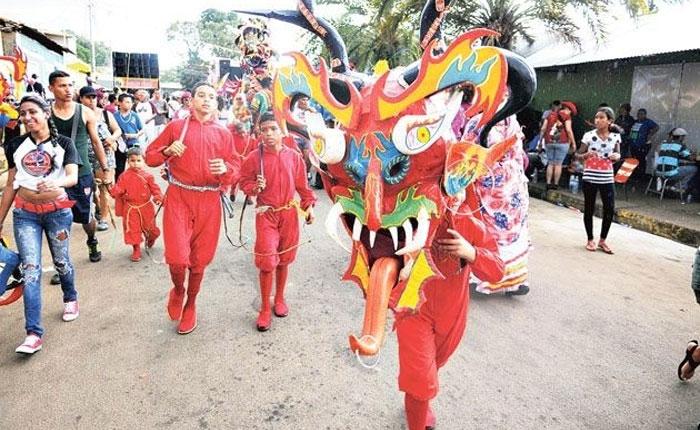 Tres muertos y cinco heridos dejan disparos contra comparsa en Carnaval de El Callao