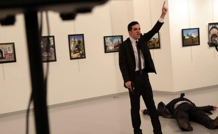Muere el embajador de Rusia en Turquía tras recibir varios disparos