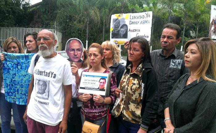 Familiares de presos políticos piden a mediadores constatar estado de salud de los recluidos