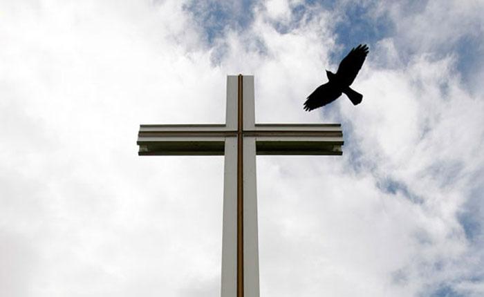 Con la iglesia hemos dado, por Asdrúbal Aguiar