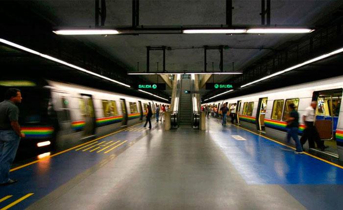 Metro restableció servicio luego que usuario se arrojara a las vías en Chacao #10Jul