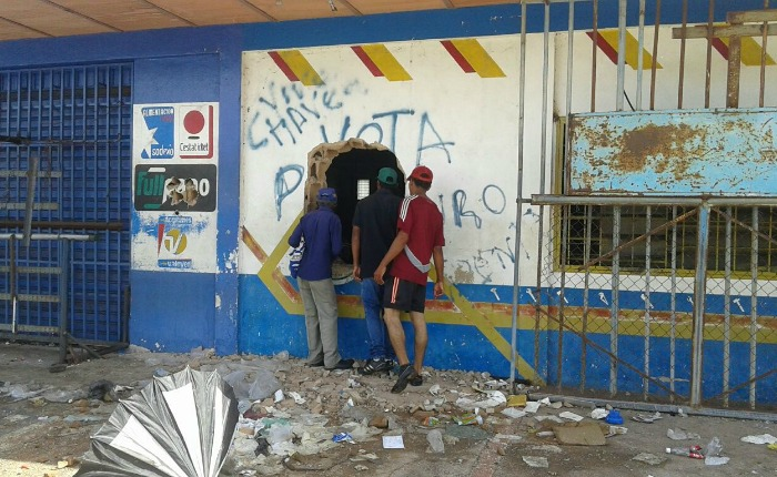 """""""Los pequeños negocios que aplacaron la escasez simplemente desaparecieron"""", crónica de Ciudad Bolívar tras los saqueos"""