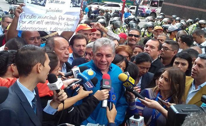 Gobernadores y alcaldes de oposición exigieron recursos frente a la Vicepresidencia