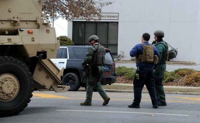 Hombre armado tomó rehenes en banco de campus universitario de Alabama en Estados Unidos