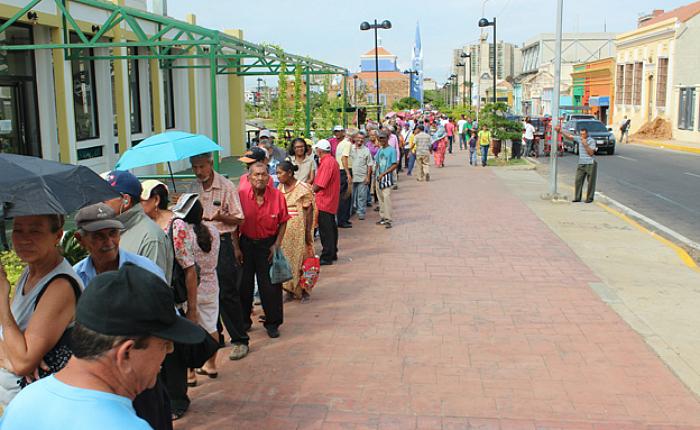 Bachaqueros cobran tres mil bolívares para obtener el Carnet de la Patria en Maracaibo