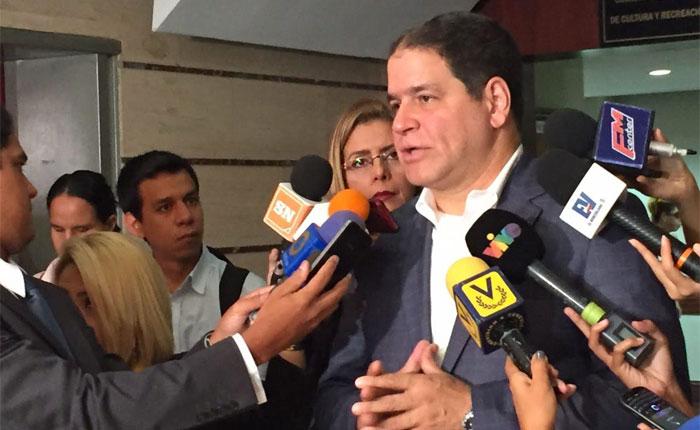 """Luis Florido sobre incidente en Maiquetía: """"Yo voy a salir de aquí, no voy a claudicar ni negociar mis derechos"""""""