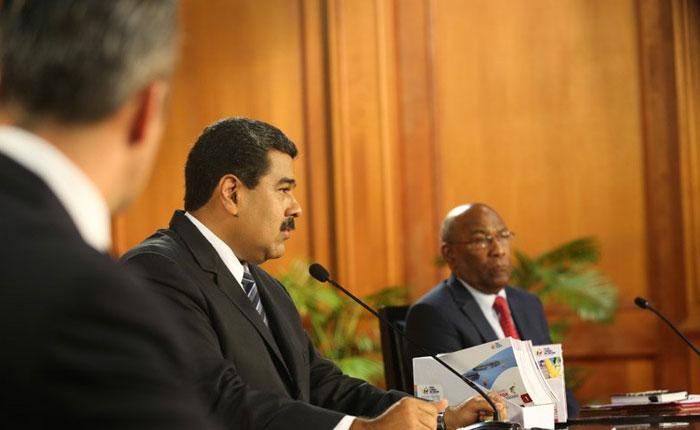 Maduro anuncia reestructuración de deuda externa y reincorpora en su gabinete a exministros que eran constituyentes