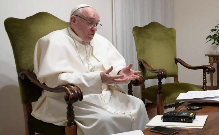 """""""El peligro en tiempos de crisis es buscar un salvador que nos devuelva la identidad"""": Papa Francisco"""