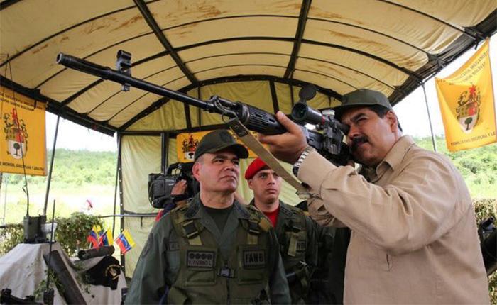 """Maduro supervisó ejercicios militares por supuesta amenaza """"imperialista"""" a Venezuela"""