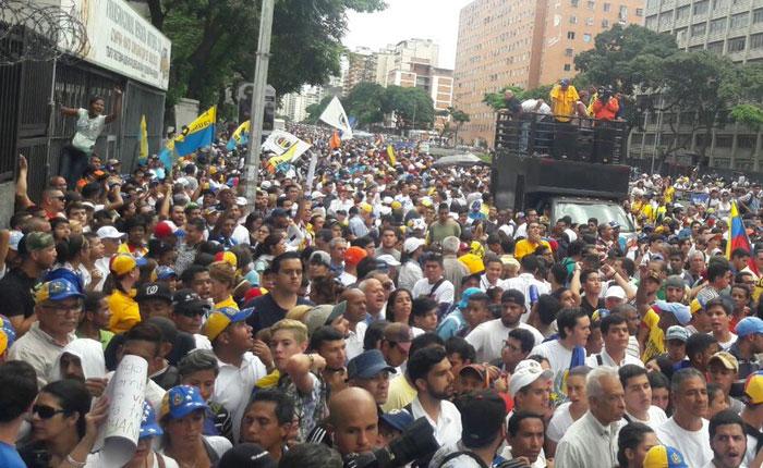 FOTOS Oposición marchó para presionar por elecciones regionales