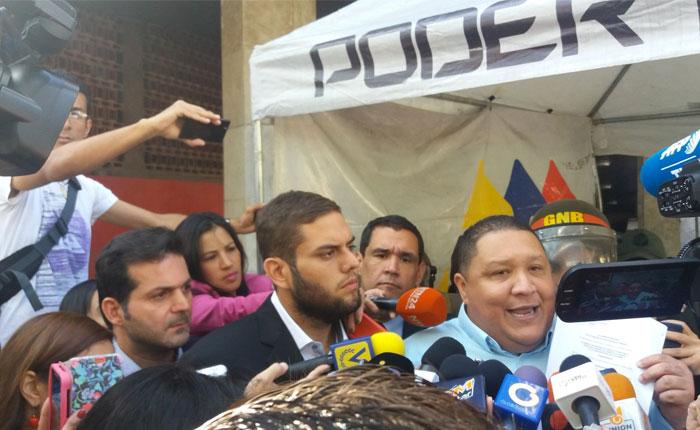 Diputados opositores entregaron documento para exigir elecciones al CNE