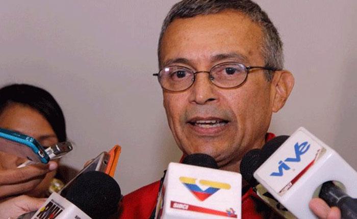 Parlamento aprueba voto de Censura al Ministro Motta Domínguez