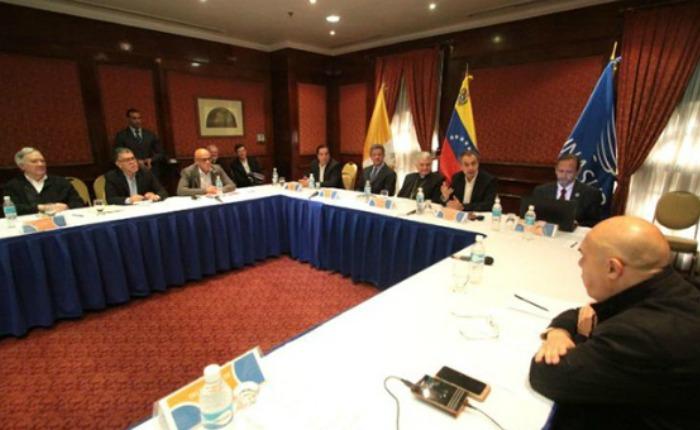Gobierno y MUD continuarán diálogo en diciembre con elecciones y garantías económicas en la mesa