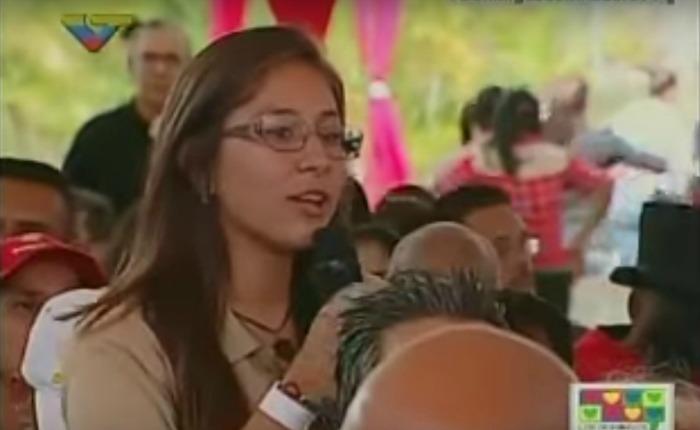 Video: una joven le dice a Maduro que en su liceo se desmayan por el hambre