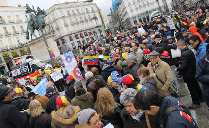 Venezolanos jubilados y pensionados en el exterior protestaron tras 15 meses sin cobrar