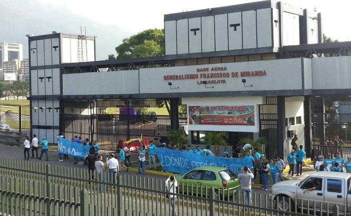 Militantes de Vente protestaron frente a Base La Carlota