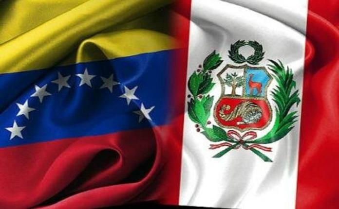 Venezolanos obtienen permanencia en Perú y protestan por pensiones en España