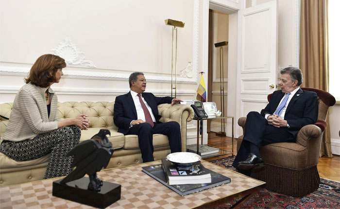 "Informe Otálvora: Santos intenta oxigenar ""diálogo"" Maduro-MUD"
