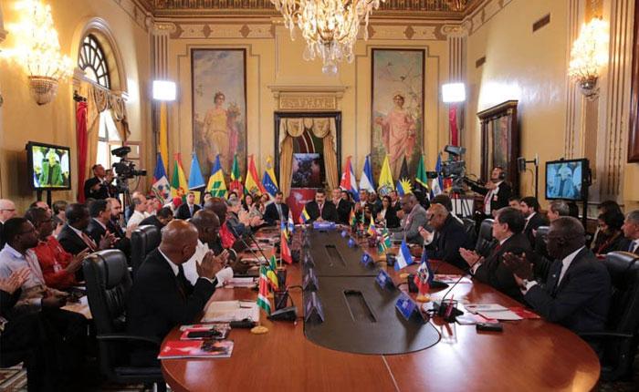 De Cumbre en Cumbre hasta el Abismo Final, por Milos Alcalay
