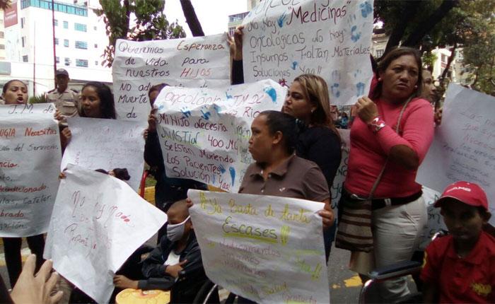Protestan por falta de medicinas e insumos en el Hospital JM de los Ríos