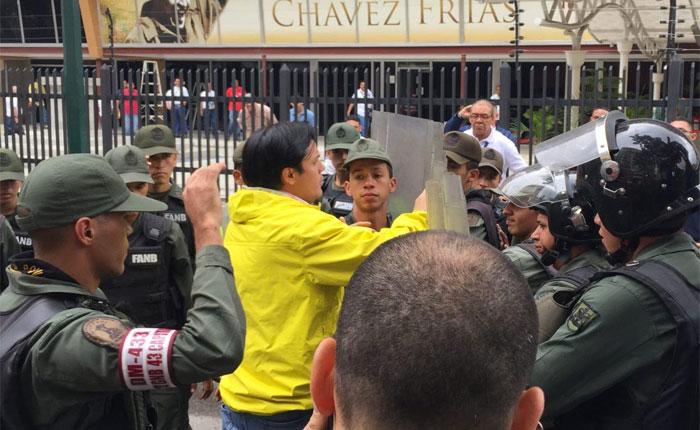 Diputado Paparoni protestó frente al ministerio de Alimentación por escasez