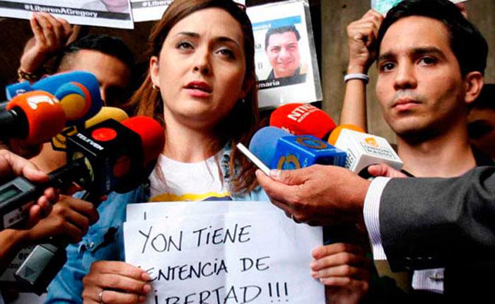 Familiares exigen libertad de presos políticos con boletas de excarcelación