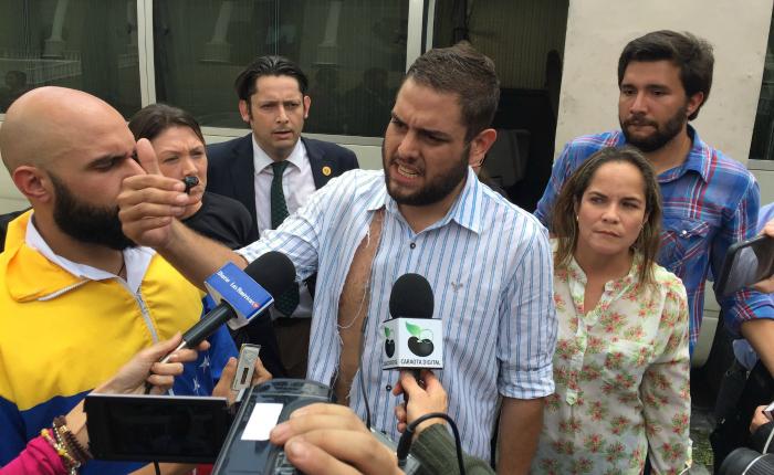 GNB y colectivos reprimieron a diputados en inmediaciones del TSJ