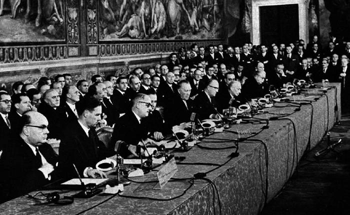 ¿Destrucción o Consolidación de Europa?, por Milos Alcalay