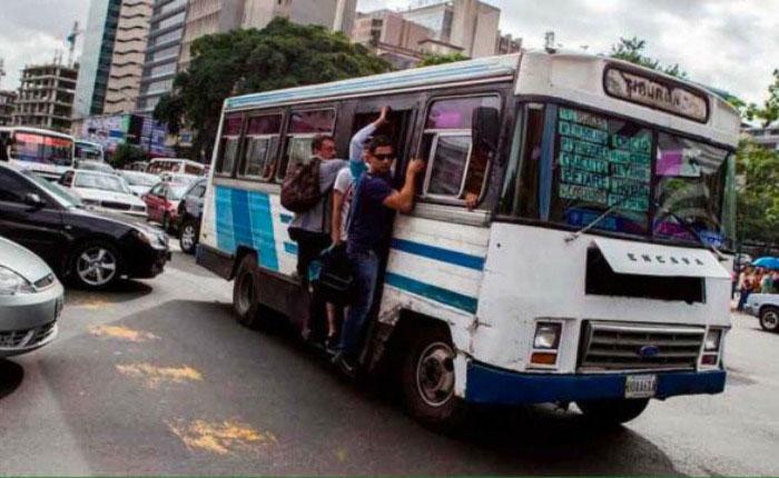 Malas políticas públicas mantienen colapso de transporte público