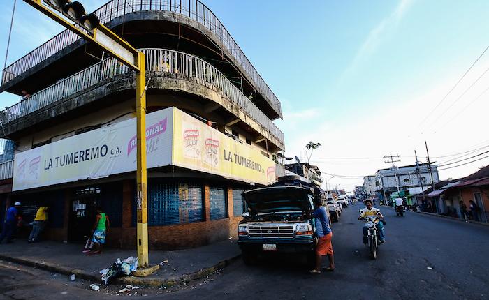 Grupos armados cerraron comercios y apagaron dos radios en Tumeremo en retaliación a operativos policiales