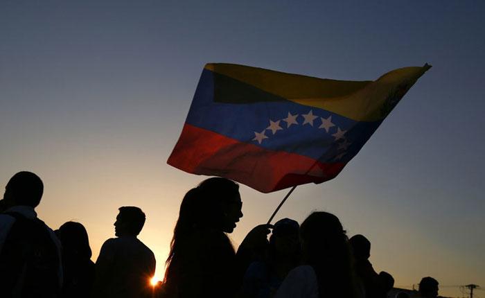 """""""Vexit"""": la salida venezolana de la democracia, por Mariano Turzi"""