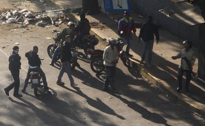 El País ES: Los colectivos siembran el terror en Venezuela
