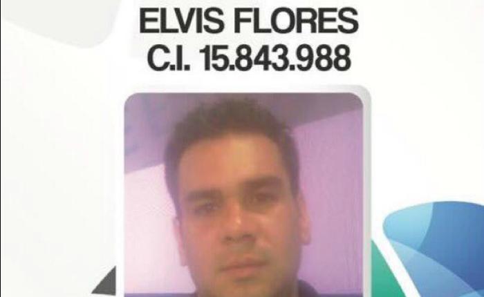 PNB detiene y quita equipos a Elvis Flores, camarógrafo de VPI TV, mientras cubría la represión