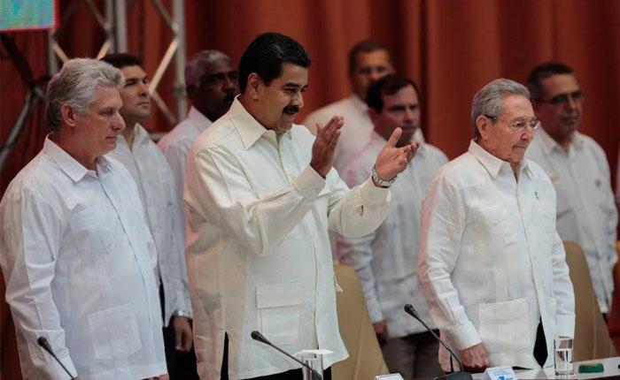 Informe Otálvora: Castro cobija a un Maduro aislado