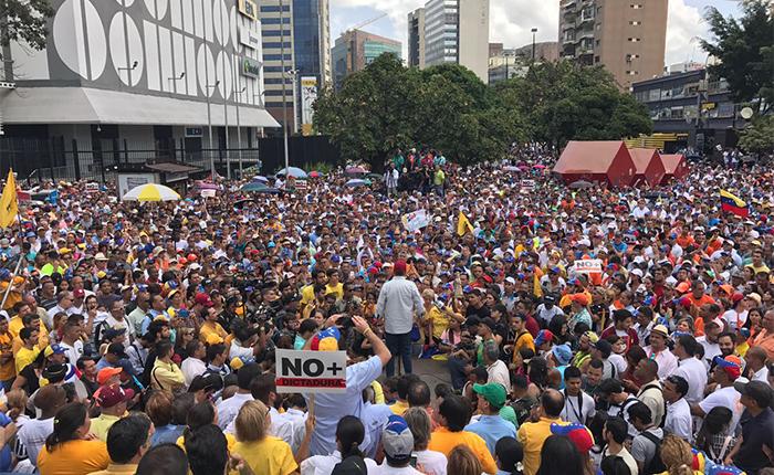 Manifestantes intentaron marchar a la Defensoría entre barricadas y agresiones
