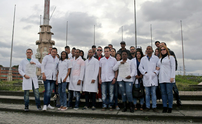 Médicos-cubanos-en-Bogotá.jpg