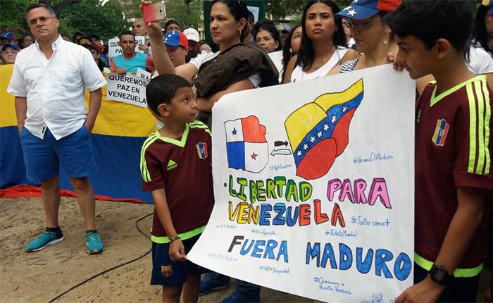 """Venezolanos en Panamá pidieron """"No Más"""" represión al gobierno de Maduro"""