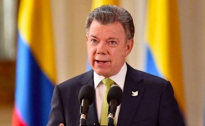 Santos vuelve a ofrecer apoyo humanitario de comida y medicinas al gobierno de Maduro