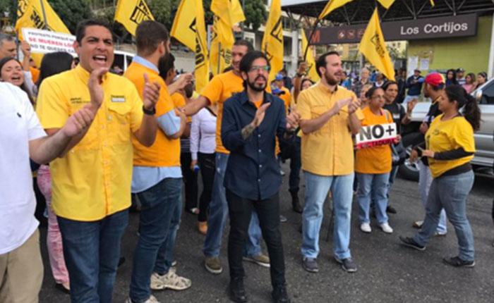 Diputados trancaron la Francisco de Miranda para exigir democracia