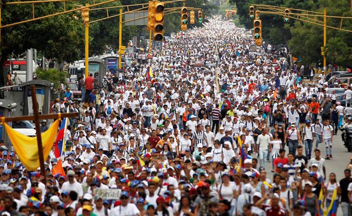 "Minuto a minuto: Así transcurre la marcha ""Doblete contra la dictadura"" este #1May"