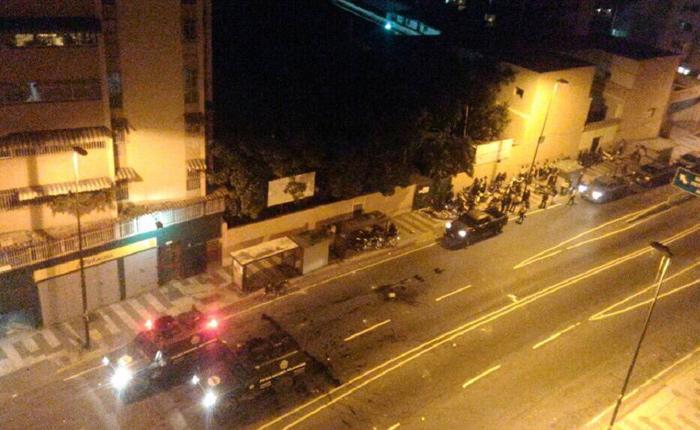 Represión en la avenida San Martín tras cacerolazo en el Guarataro