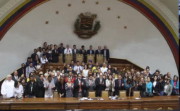 Asamblea y sociedad civil acordaron trabajar para restablecer el orden constitucional