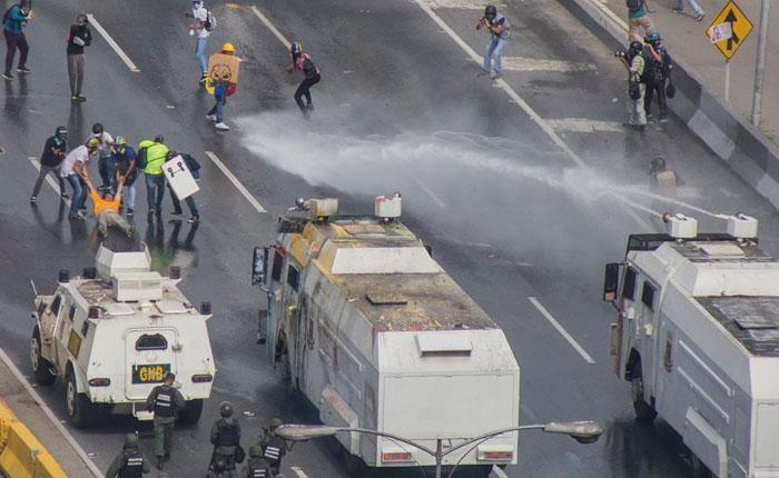 VIDEOS Heridos Henrique Capriles y a Carlos Paparoni durante represión este #29May