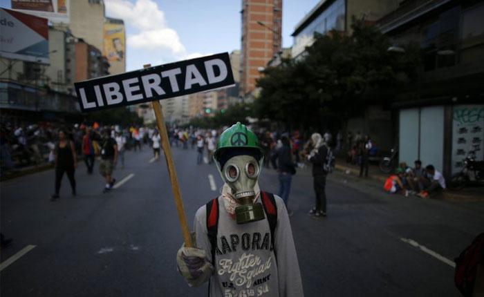 Demandan apertura de canal humanitario en octava semana de protestas