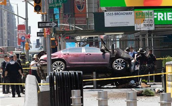 Nueva York: Vehículo embiste a peatones en Times Square y deja un muerto